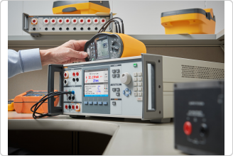 Выполнение калибровки тестера электробезопасности спомощью прибора 5322A