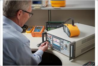 Выполнение калибровки тестера электробезопасности спомощью прибора Fluke5322A